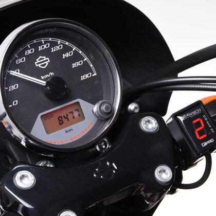 Индикатор передачи GIpro DS-series G2 на мотоцикле Harley-Davidson