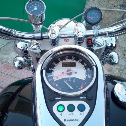 Индикаторы передачи GIpro DS на мотоцикле Kawasaki Vulcan 900